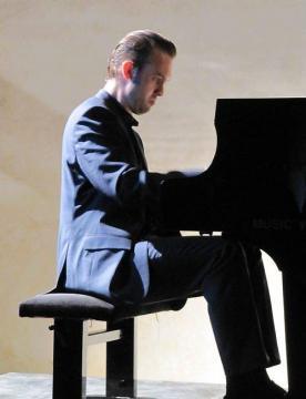 evgeni-bozhanov-au-piano