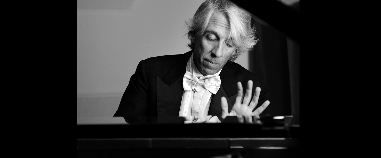 Pianista Emilio Aversano @ Palazzo Santa Chiara - Tropea